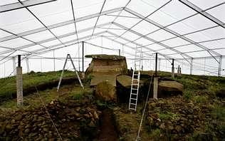 Una nueva carpa  de 900 metros cuadrados ya protege Dombate