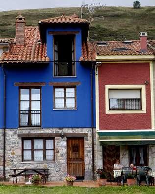 Alsondelalma casas de colores for Ver colores de casas pintadas