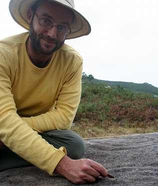 «En Neixón o equipo arqueolóxico interactúa coa xente da parroquia»
