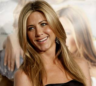 Jennifer Aniston Desnuda Pillada en Topless por un Paparazzi