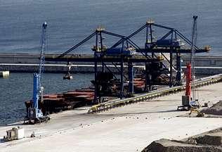 Endesa inicia en el puerto exterior la mayor descarga de carbón de su historia