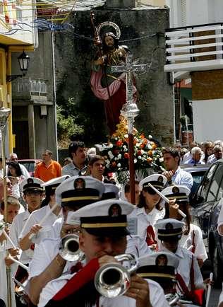 Celeiro navega hoy con la Reina de los Mares en una procesión marítima que capitanea el «Nuevo Socio»