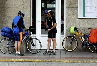 Doce ciclistas se amotinan para que les permitan subir sus bicis al tren