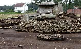 Urbanismo autoriza la obra para recuperar el dolmen de Dombate