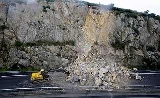 Impresionante derrumbe en una autopista de Galicia