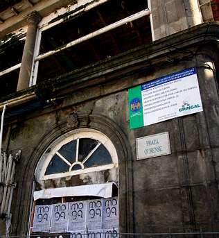 Un cartel de obra anticipa la pr�xima rehabilitaci�n del antiguo caf� Savoy