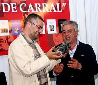 O ceense Miro Villar recolle o premio Concello de Carral polo seu novo poemario, «As crebas»