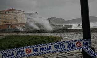 La comarca sufre el segundo peor temporal de olas desde el �Klaus�
