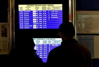 El boicot de los controladores afecta en un día a tres mil usuarios de 31 vuelos