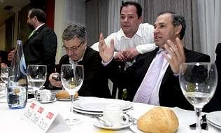 La ejecutiva de Monforte presiona al PSOE para que Tom� sea candidato