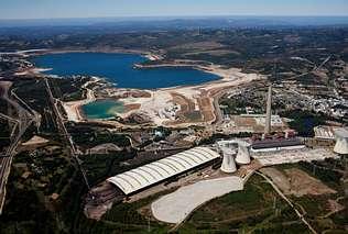 En la fotografía, tomada hace pocas semanas, una vista aérea del lago de As Pontes Autor de la imagen:   JANET GONZÁLEZ