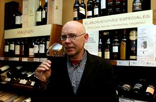 Xavier Castro gana el premio Gourmand por «A rosa do viño»