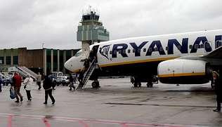 El Concello negocia con Ryanair establecer un enlace con Bruselas