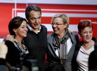 Zapatero con las candidatas de Aragón, Cantabria y Murcia | Foto de Javier Cebollada (EFE)