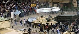 Mubarak lanza a sus matones para asfixiar la revuelta popular