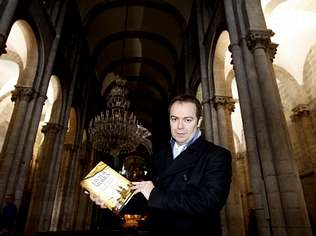 Javier Sierra lleva su ��ngel perdido� a la catedral de Santiago