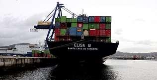 La terminal de Ferrazo recibe el primer barco de Boluda