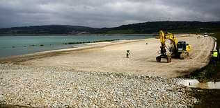 La playa, de 30 metros de ancho, se ubica en la parte más cercana a la ciudad de As Pontes. Autor de la imagen: ángel manso