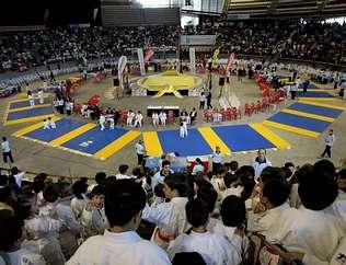Tres mil niños honran a Miguelito