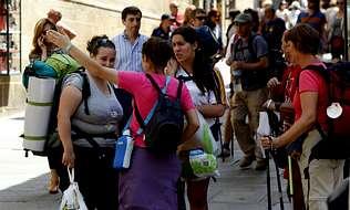 El turismo da un respiro al desempleo en Compostela
