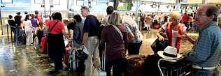 Lavacolla capta por primera vez en un mes m�s de 250.000 pasajeros