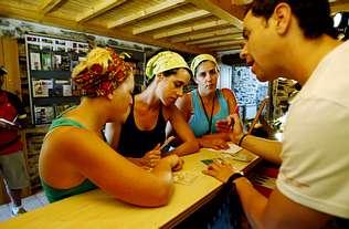 Cerca de 500 peregrinos al d�a sellan sus credenciales en O Pino