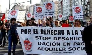 Más de cien personas protestan contra los desahucios