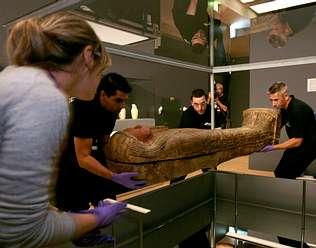Una exposici�n muestra en A Coru�a dos sarc�fagos del antiguo Egipto