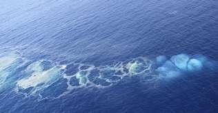 El volcán submarino del sur de la isla tiene varias bocas alineadas