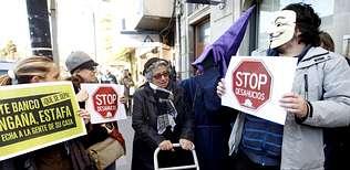 Protesta a la puerta de los bancos