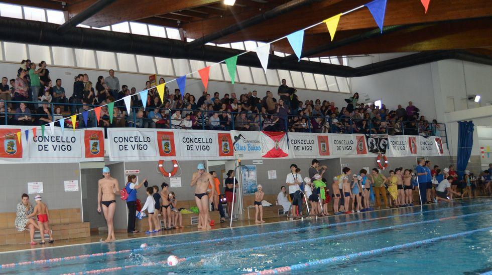El club de nataci n vigo r as baixas reuni a m s de 400 for Piscina municipal vigo