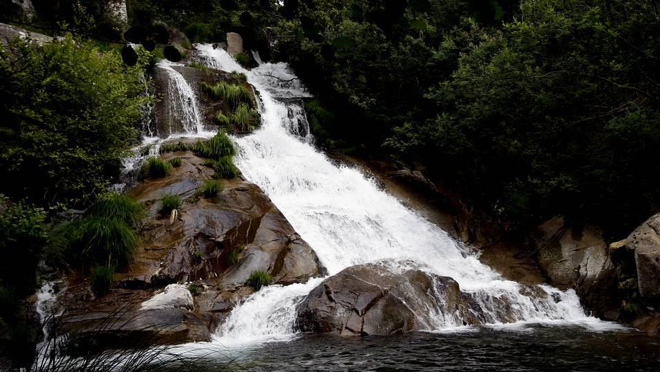 Fervenza del Río San Xusto en Lousame (A Coruña)