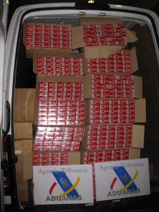 Las 17.500 cajetillas decomisadas iban ocultas en una furgoneta que circulaba por O Porriño E.V.PITA