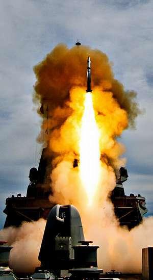 Prueba de misiles de la F-101 en aguas de Estados Unidos.