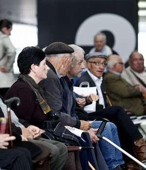 La edad media de la población gallega sube 2 años por la caída de la natalidad