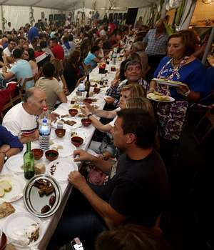 La Festa do Pichorro reunió en Cances a cuatrocientas comensales.