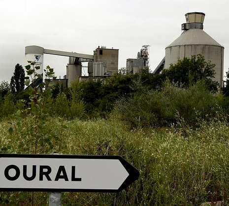 Fábrica de cemento en Oural (Sarria-Lugo)