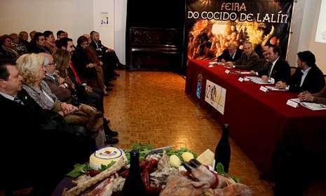 Unas setenta personas participaron ayer en Barcelona en la presentación de la Feira do Cocido.
