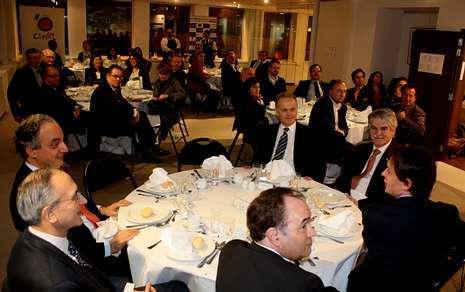 Crespo, en la presidencia junto a los eurodiputados Millán Mon (PP) y Sánchez Presedo (PSOE), entre otros.