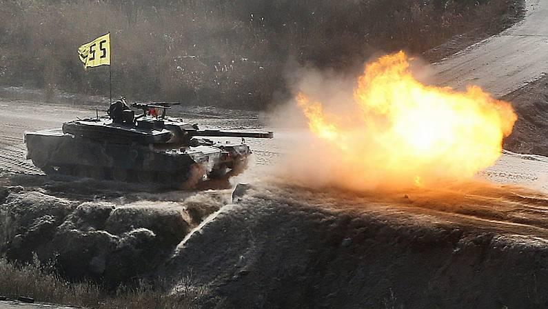 Tanques surcoreanos cerca de la frontera con Corea del Norte YONHAP