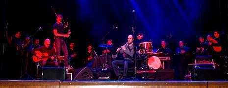 El gaiteiro Carlos Núñez presentó su nuevo disco en Basilea acompañado por los miembros del grupo tradicional Semente.