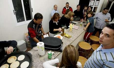 Los venezolanos son el colectivo más activo en las comarcas, con dos asociaciones en Lalín y A Estrada.
