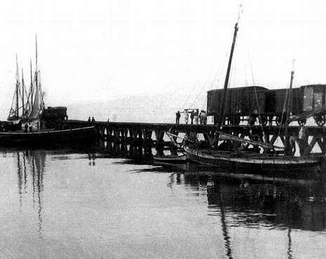 El muelle de hierro forma parte de la nostalgia de la vieja Vilagarcía.