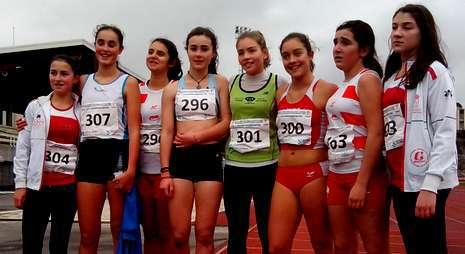 El equipo de A Silva tuvo en Mencía Pena (304) y Alba Mallo (última derecha) a las destacadas en Lugo.