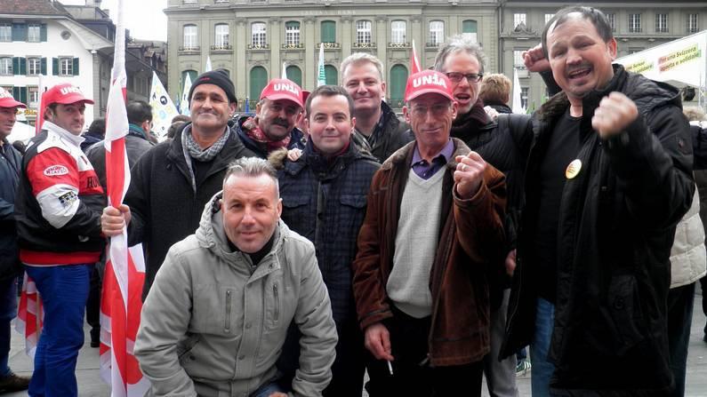 Emigrantes gallegos en la manifestación celebrada ayer en Berna.
