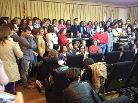 Asamblea de trabajadores para pedir refuerzos para hacer el expurgo E.V.PITA