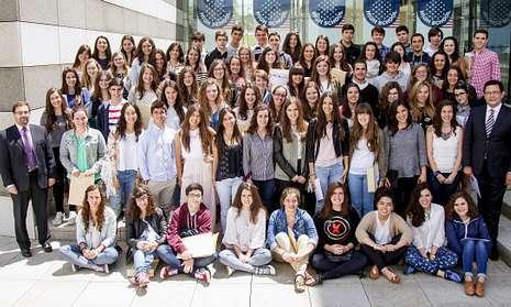 Los 75 alumnos seleccionados recibieron ayer las credenciales en la sede de la Fundación Amancio Ortega