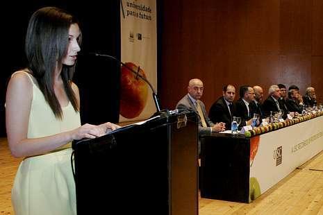 La joven con la nota más alta, Patricia Martínez, durante su discurso.