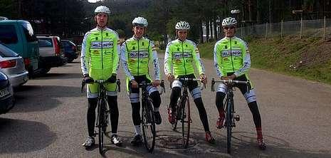 Ucha, Santos, David Pérez y Kevin Gómez en Manzaneda.