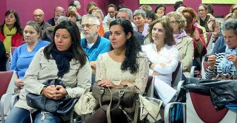 A la inauguración asistió un público mayoritariamente femenino